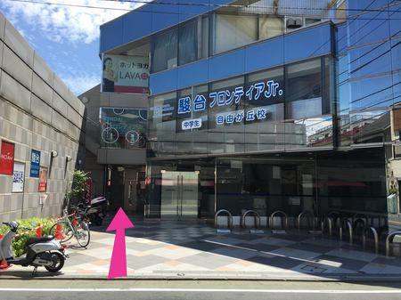 6_店の前.jpg